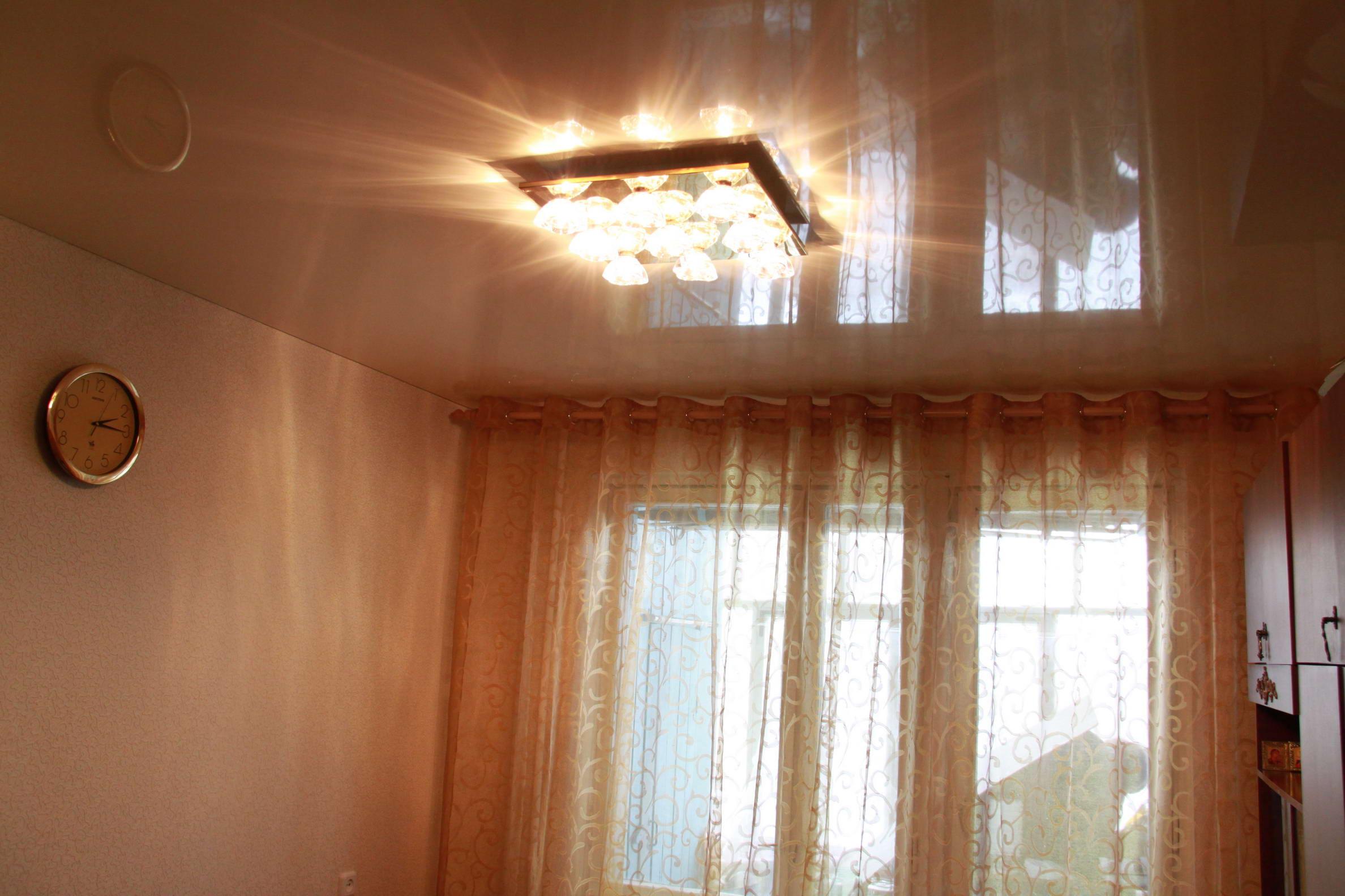 Потолок в маленькой комнате фото